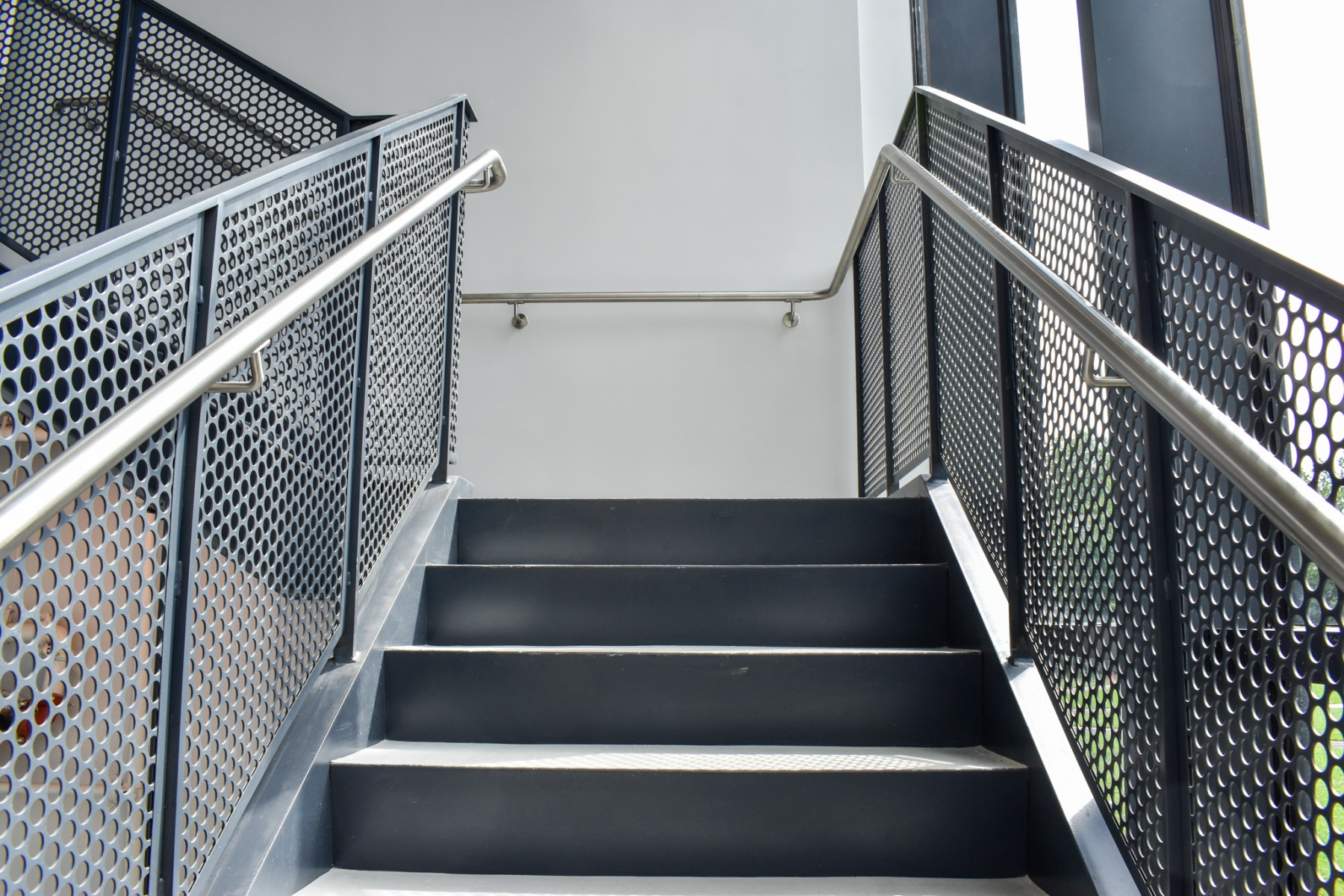 Modern-Industrial-Commerical-Stair4
