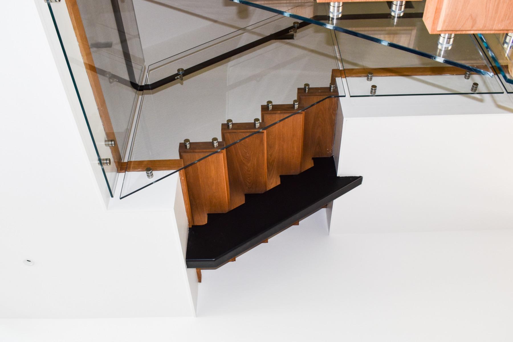 Modern-Mono-Stringer-Steel-Staircase-3