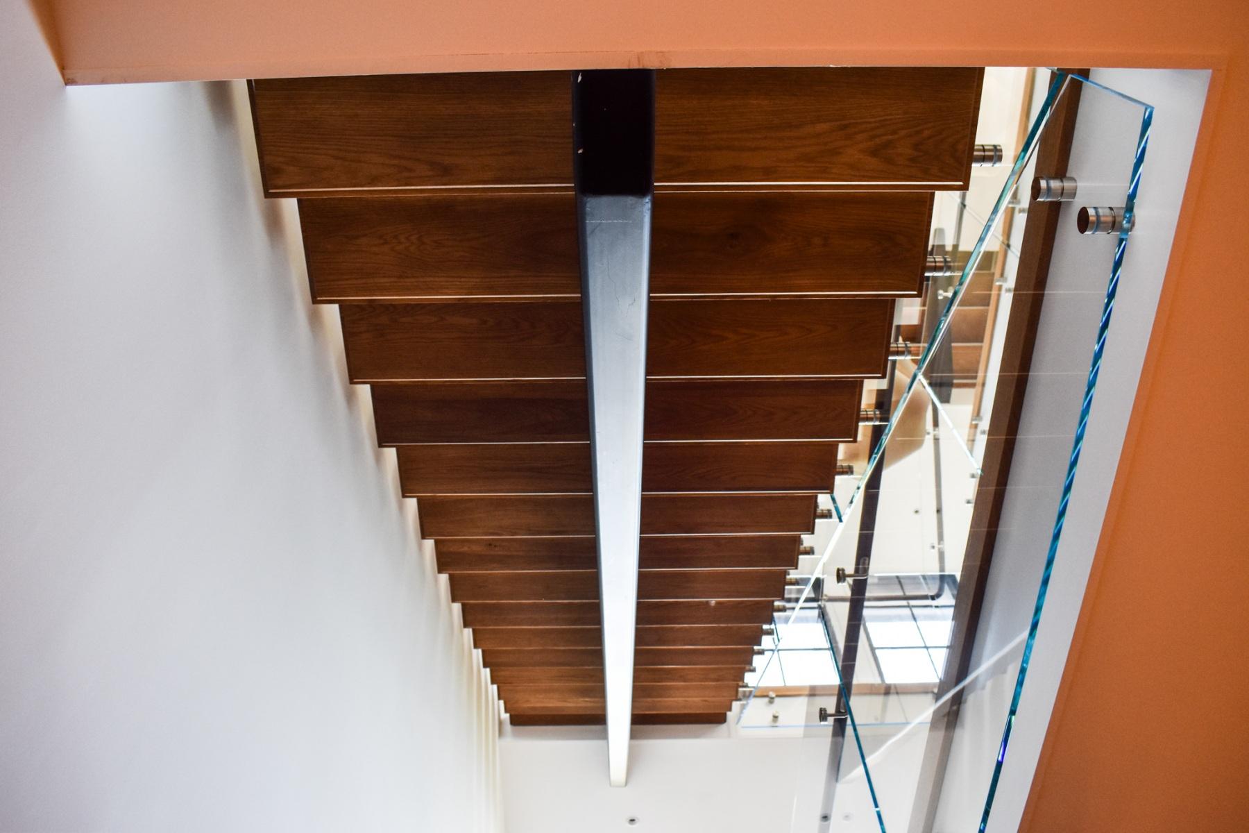 Modern-Mono-Stringer-Steel-Staircase-8