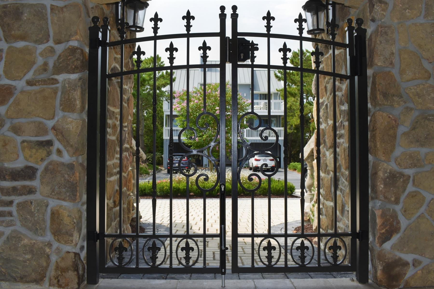 Tuscan-Ornamental-Gate-3