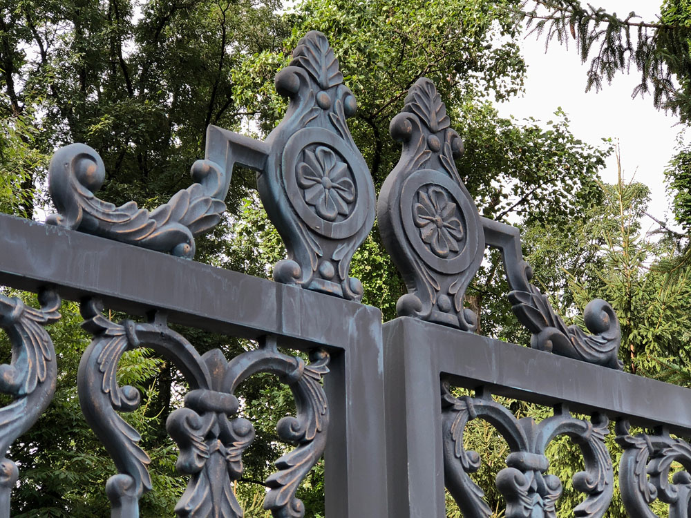 Gate Crown Detail