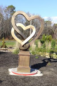 Intertwining Heart Sculpture that won Silver