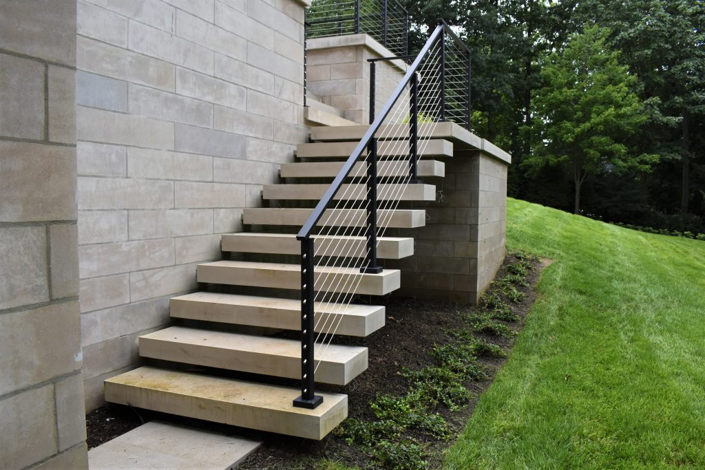 Cantilever Staircase With Detached Effect